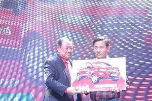 Công ty AA tặng ô tô cho khách hàng