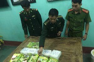 Phát hiện thêm 7 gói nghi ma túy đá in chữ Trung Quốc trên biển Quảng Trị