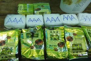 Các gói hàng lạ, nghi ma túy đá liên tiếp trôi dạt vào bờ biển miền Trung