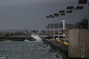 Bão Kammuri đổ bộ Philippines: 20 vạn người phải sơ tán, 1 người chết