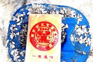 Lại phát hiện 21 bịch nylon nghi chứa heroin dạt vào bờ biển TT-Huế