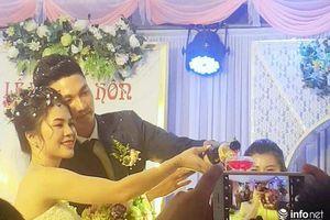 Thủ môn điển trai Nguyễn Văn Hoàng tổ chức đám cưới 'cực giản dị' tại quê nhà