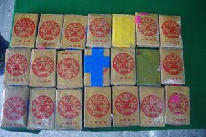 TT-Huế: Người dân tiếp tục phát hiện 21 gói có chữ Trung Quốc ở bãi tắm