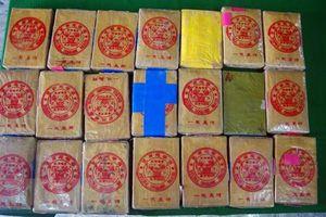 Phát hiện thêm 21 bánh nghi là ma túy ở bãi biển Thừa Thiên - Huế
