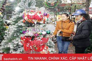 Thành phố Hà Tĩnh ngập tràn đồ trang trí Giáng sinh