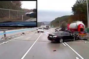 Hàng chục ôtô bất ngờ mất lái trên đường cao tốc