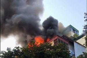 Hà Nội: Cháy lớn tại quán Karaoke Nhất Thống