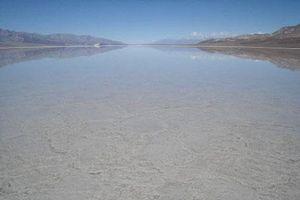 Vùng đất chết chóc nhất trái đất bất ngờ có hồ nước