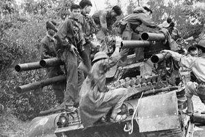 Cực hiếm: Khoảnh khắc quân giải phóng 'tóm sống' 'xe tăng 6 nòng' của Mỹ