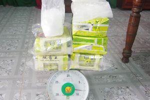 Người dân miền Trung liên tục phát hiện các gói nghi ma túy trôi dạt vào bờ biển