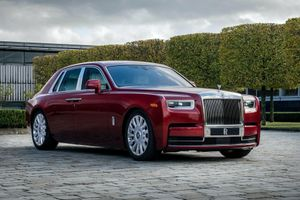 Rolls-Royce ra mắt phiên bản Phantom đặc biệt kỉ niệm 115 năm lịch sử với màu sơn đặc biệt
