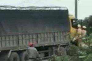 Tạm giữ tài xế xe tải chống người thi hành công vụ
