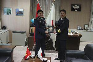 Tàu Cảnh sát biển 8002 của Việt Nam cập cảng Yokohama Nhật Bản
