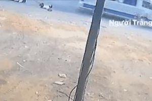 Thừa nhận 'sốc' của tài xế xe đưa đón làm văng 2 học sinh lớp 4 ở Đồng Nai xuống đường