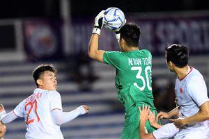 Các pha bóng của thủ môn Văn Toản trong trận thắng U22 Singapore