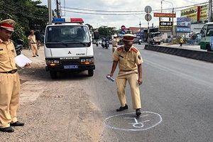 Vụ ôtô làm rơi học sinh xuống đường: Tài xế dùng bằng giả