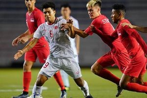 'Tả xung hữu đột' trong trận gặp U22 Singapore, Đức Chinh bị yêu cầu thử doping