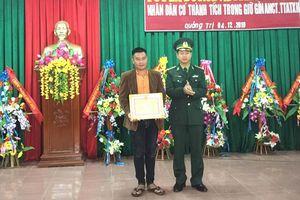 Thưởng nóng cho người dân phát hiện chất nghi ma túy trôi dạt vào vùng biển Quảng Trị