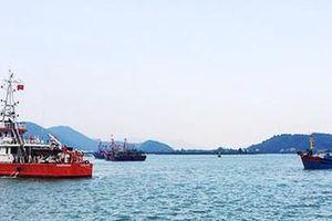 Nghệ An: Cứu nạn 6 thuyền viên tàu cá vào bờ an toàn
