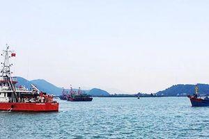 Nghệ An: Vượt sóng lớn cứu tàu gặp nạn cùng 6 thuyền viên về bờ an toàn