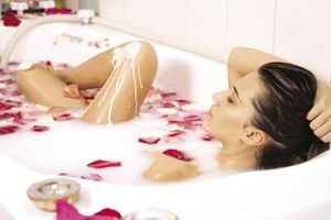 Thử ngâm mình trong bồn tắm với 13 thứ này để cải thiện sức khỏe