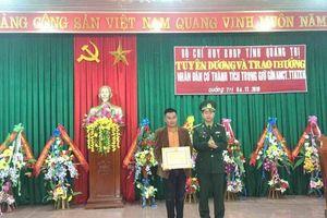 9X phát hiện 7 gói nghi ma túy dạt bờ biển Quảng Trị được tuyên dương