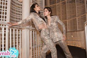 Nam Anh và Nam Em tạo dáng lạ khi đi xem show thời trang