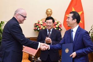Phó Thủ tướng Phạm Bình Minh tiếp Quốc vụ khanh Đức Andreas Michaelis
