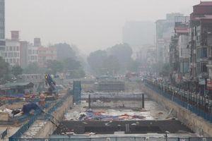 Nhiều công trình thi công 'rùa' gây bụi bẩn ở Thủ đô