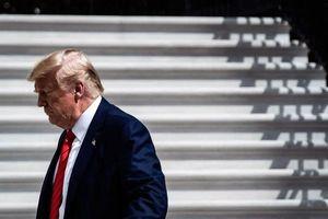 Sóng gió luận tội bủa vây ông Trump