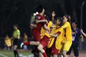 Thắng tưng bừng đội chủ nhà, ĐTQG nữ Việt Nam giành quyền vào chơi ở trận chung kết