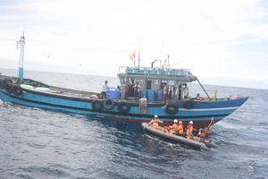 Ứng cứu, hỗ trợ gần 60 thuyền viên gặp nạn trên biển