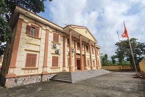 Hồ sơ đẹp 'không tì vết' của Chánh Văn phòng tòa huyện trốn truy nã 26 năm