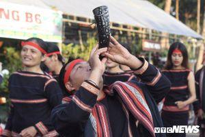 Hàng nghìn nghệ nhân biểu diễn lễ trong hội đường phố 'Vũ điệu cồng chiêng'