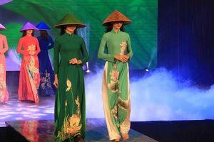 Giới thiệu văn hóa Việt với du khách quốc tế qua 'Áo dài Show'
