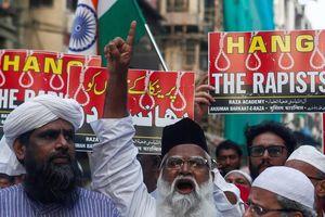 Cảnh sát Ấn Độ bắn chết 4 nghi phạm hiếp dâm cướp súng trong lúc thực nghiệm hiện trường