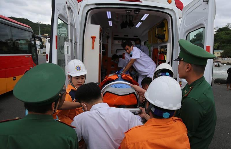 Tàu SAR27-01 vượt bão cứu khách Nhật bị đột quỵ ngoài khơi