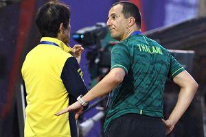 HLV thủ môn Thái Lan gây chú ý khi phản ứng quả penalty