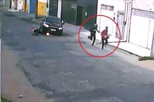 Cướp ôtô bất thành, kẻ gian vứt xe máy bỏ chạy