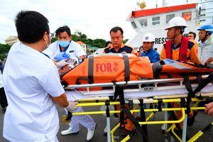Cứu du khách người Nhật bị đột quỵ trên biển