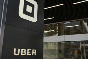 Hàng trăm hành khách taxi công nghệ bị cưỡng hiếp