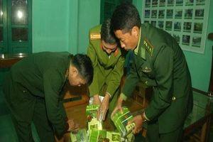 Quảng Trị: Chất rắn trong 7 gói vuông in chữ Trung Quốc dạt vào bờ biển chính xác là ma túy
