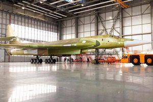 Thiên Nga Trắng Tu-160M2 đầu tiên của Nga ra lò, NATO 'hết hồn'