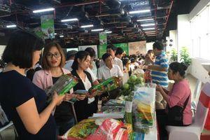 Khai mạc Hội chợ giới thiệu sản phẩm OCOP và đặc sản vùng miền