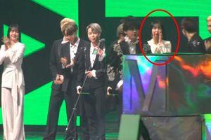 Im Soo Jung 'say nắng' BTS: Hú hét và trao đổi ánh mắt khiến J-hope cười không ngớt!