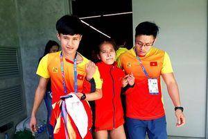 Nữ VĐV Việt Nam kiệt sức sau đường chạy hơn 42km tại SEA Games