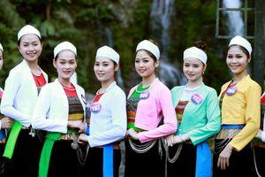 Dàn thí sinh 'Người đẹp xứ Mường 2019' khoe sắc tại thác Cửu Tú Sơn