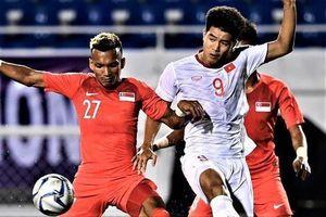 Cầu thủ U22 Singapore đi đánh bài sau trận thua Thái Lan
