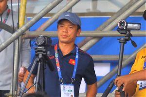 Trợ lý HLV Park theo dõi trận U22 Indonesia và Myanmar