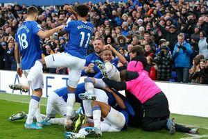 Chelsea vấp ngã trên sân của Everton